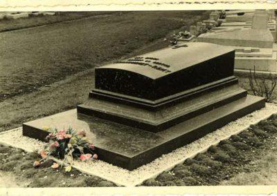 monument-funeraire-vintage-1