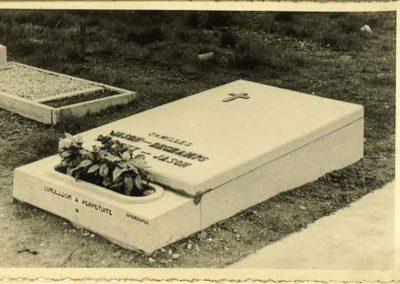 monument-funeraire-vintage-5