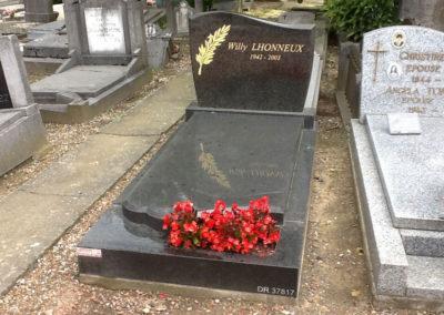 Monuments funéraires et jardin