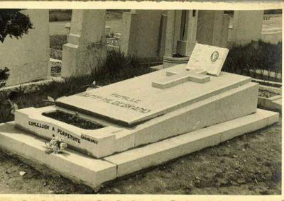 Monument funéraire à Liège vintage
