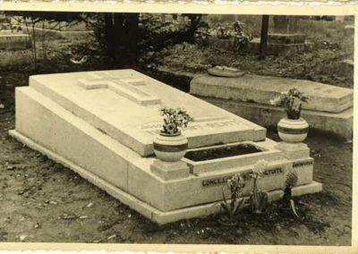 Monument funéraire Liège vintage