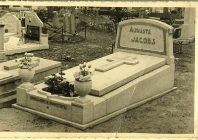 Monuments funéraires à Liège style ancien
