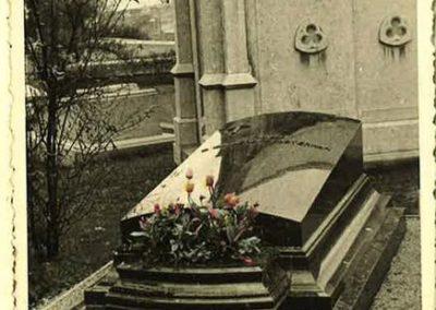 Monuments funéraires vintage Liège